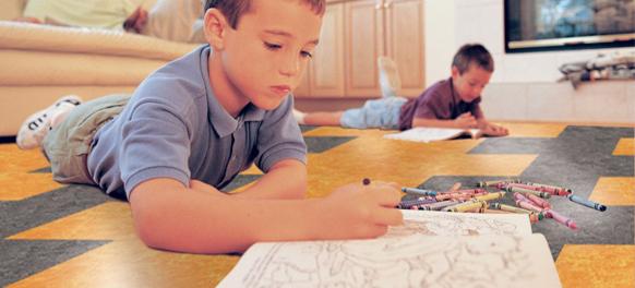 Pflegelichter Fußboden für das Kinderzimmer aus Linoleum
